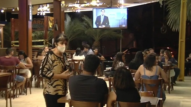 Bares, restaurantes e shoppings devem funcionar com 50% da capacidade em Goiânia