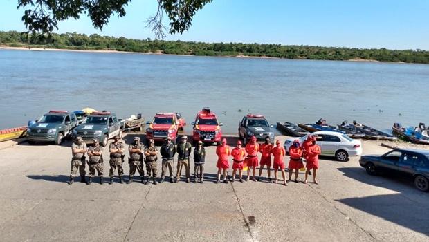 Semad lavra auto de infração, apreende embarcação e multa oito pessoas por aglomeração no Araguaia
