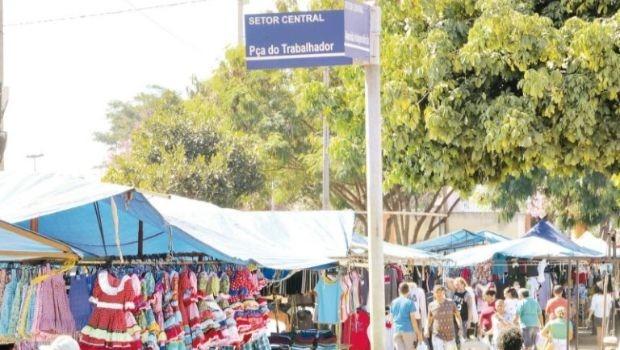 Prefeitura analisa ampliação do espaço destinado ao funcionamento provisório da Feira Hippie