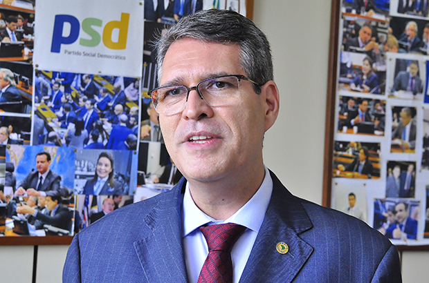 Deputado Federal Francisco Júnior é diagnosticado positivo para a Covid-19