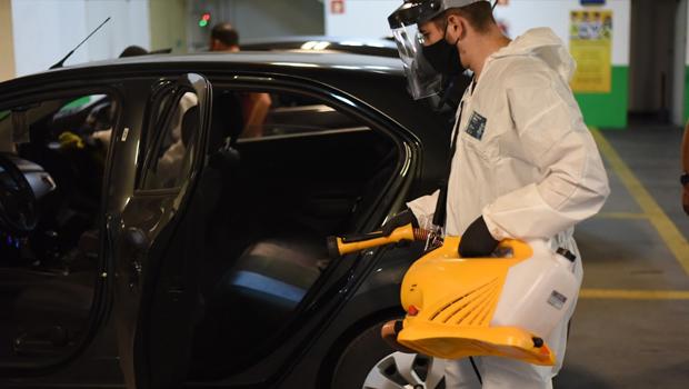 Uber oferece higienização de veículos e equipamentos de entregadores para parceiros