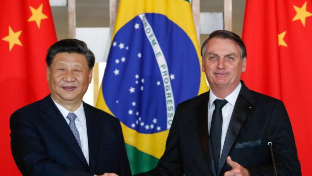 Impasse diplomático com a China trava chegada de insumos para vacina contra Covid-19