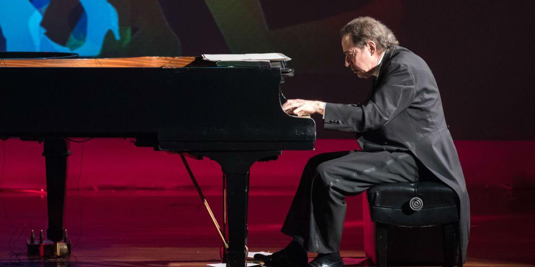 Arthur Moreira Lima é craque no teclado e nas escalações futebolísticas
