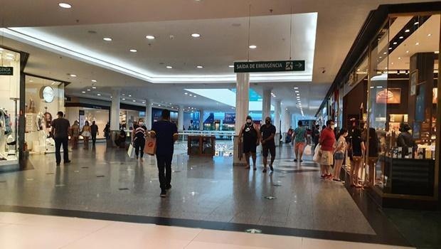 Movimentação cresce nos shoppings da capital, após liberação da entrada de crianças