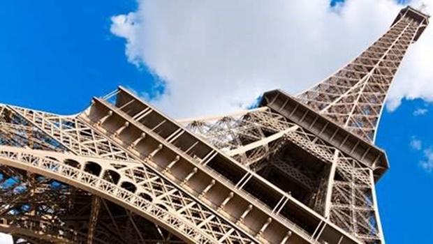 Torre Eiffel é esvaziada após ameaça de bomba