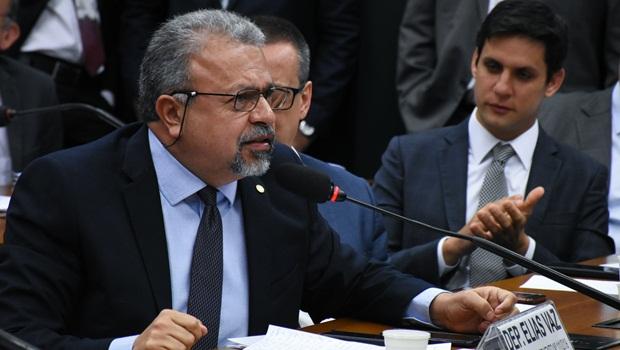 Deputado Elias Vaz pede inclusão de Bolsonaro e Pazuello nos inquéritos que apuram omissões em Manaus