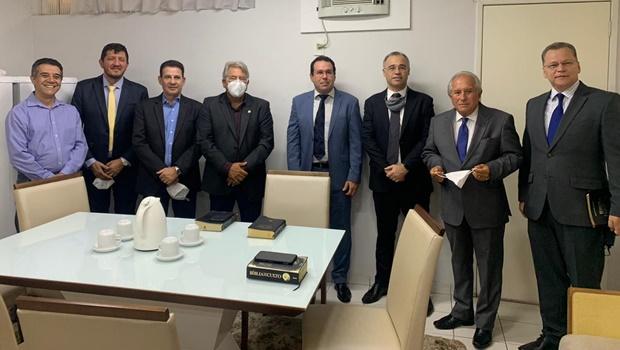 Vanderlan participa de culto ao lado do ministro da Justiça, André Mendonça
