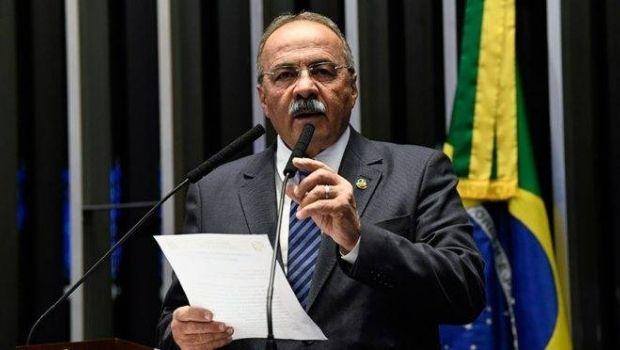 Bolsonaro pede afastamento de vice-líder do governo no Senado flagrado com dinheiro na cueca