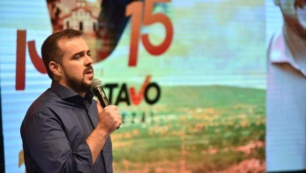Gustavo Mendanha lança campanha pela reeleição em comício drive-in, nesta quarta