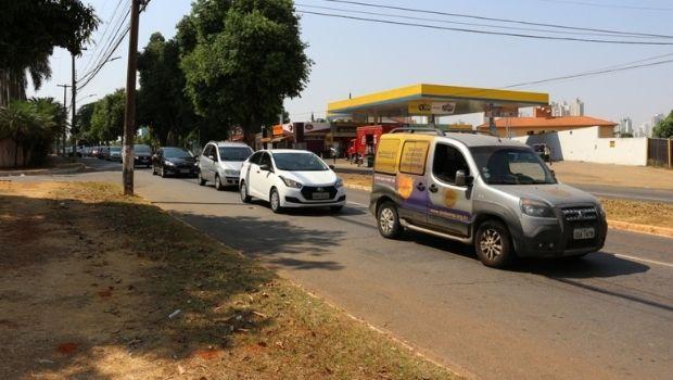Servidores públicos fazem carreata em ato de manifestação contra a Reforma Administrativa, em Goiânia