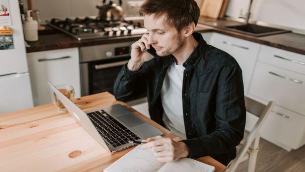 Sem controle da jornada de trabalho, funcionário em  home office não tem direito a hora extra