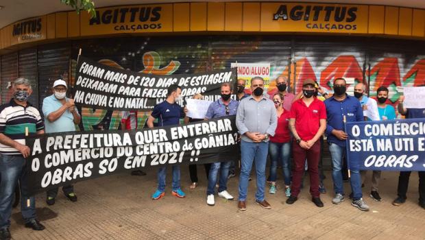 Associação de comerciantes se manifestam contra interdição na Avenida Goiás