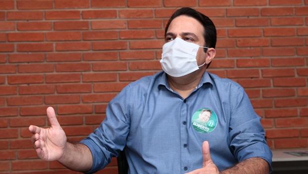 Roberto Naves apresenta documentos desmentindo adversários