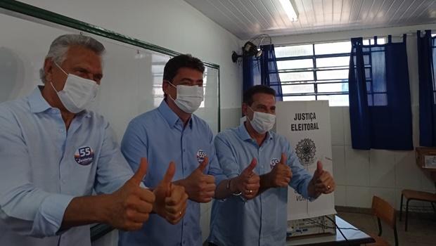 Vanderlan vota em Goiânia e se diz confiante