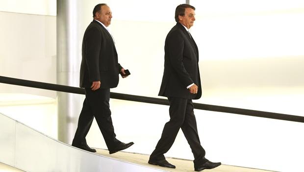 Ex-ministro Pazuello é cotado pra auxiliar Bolsonaro no Palácio do Planalto
