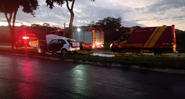 Mulher morre e dois ficam feridos em acidente na madrugada de Natal em Goiânia
