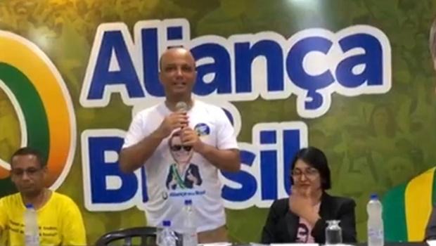Vitor Hugo diz que não articula com Mendanha e que Bolsonaro não definiu seu novo partido