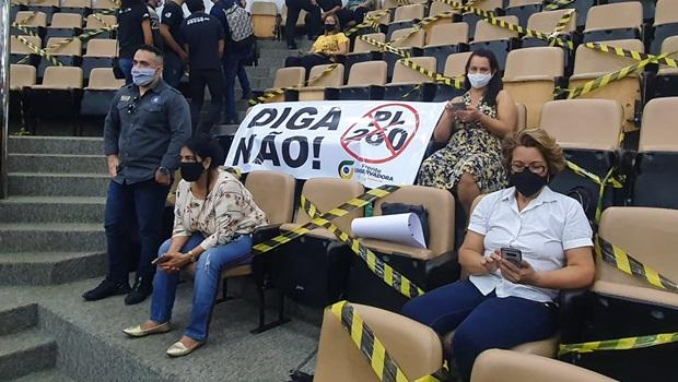 Grupos conservadores manifestam contra aumento de salários na Câmara de Goiânia