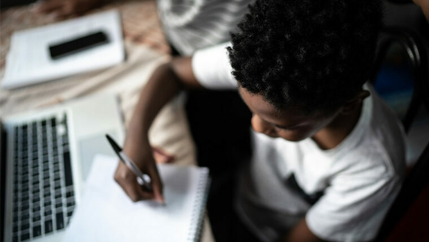 4 em cada 10 jovens já pensaram em parar de estudar durante a pandemia