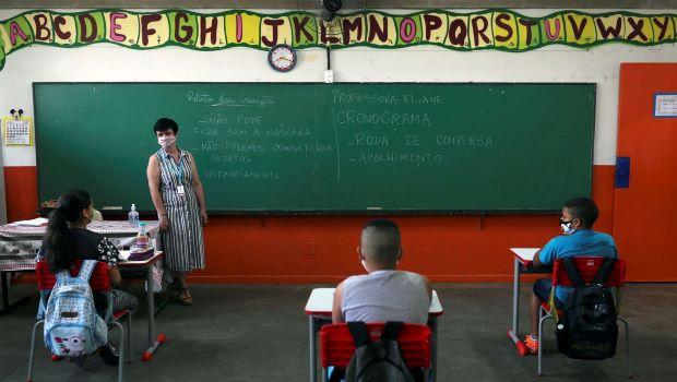 Goiânia flexibiliza eventos abertos, boates e libera 100% de ocupação em escolas