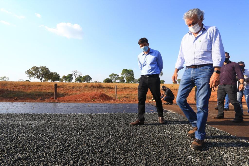 Governo  projeta reconstrução de quase 400 km da malha viária em Goiás