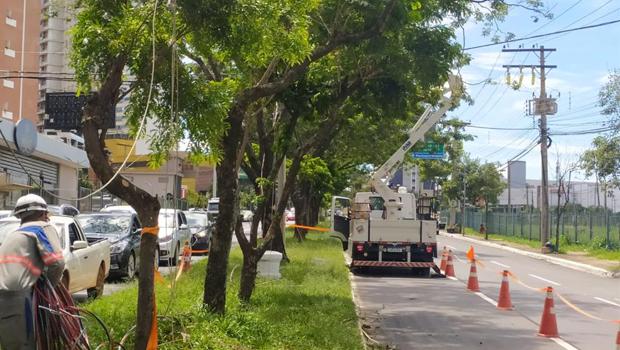 Enel realiza reparos na rede elétrica após forte chuva no sábado, 9