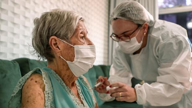 Anápolis dá exemplo de organização na vacinação de idosos