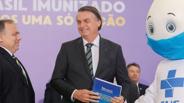 Ataques ao ministro Pazuello visam desgastar Bolsonaro