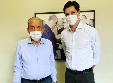 Ex-prefeito de Goiânia, Iris Rezende recebe a visita de Daniel Vilela
