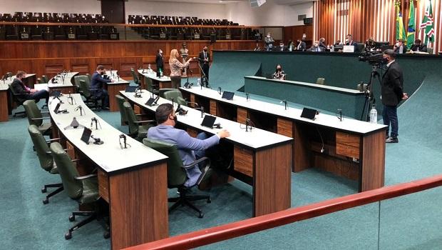 Um dia após votação para manter sessões híbridas, deputados não comparecem ao plenário