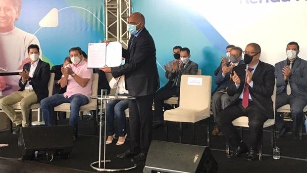 Prefeitura lança programa Renda Família e garante assistência de R$ 300 a 24 mil famílias