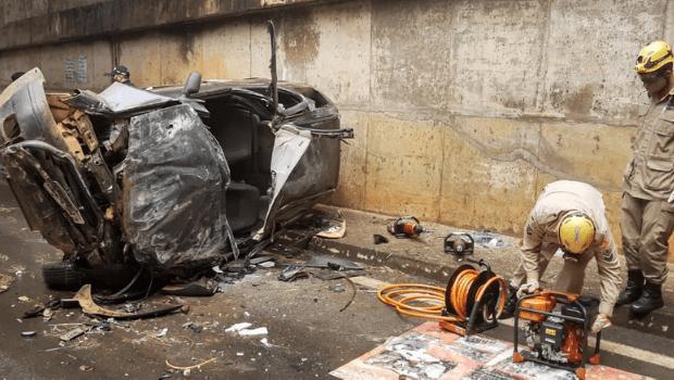 Carro cai de viaduto em Anápolis deixando vítima em estado grave