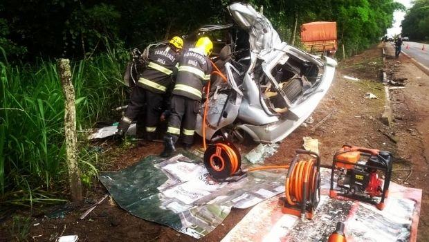 Motorista morre após colidir com caminhão na BR-414, em Anápolis