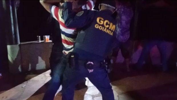 GCM interdita festa clandestina no Setor Parque Bom Jesus, em Goiânia