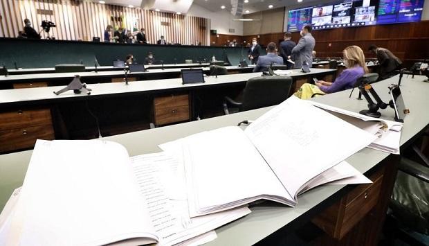 Deputados autorizam recurso de R$ 60 milhõespara Goiás comprar vacinas contra a Covid-19