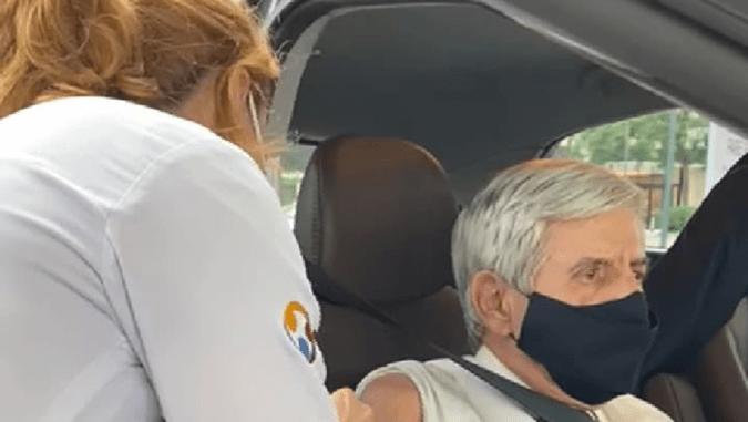 General Augusto Heleno, bolsonarista-raiz, é vacinado contra a Covid-19