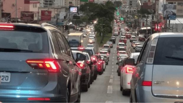 Medidas restritivas em Goiânia diminuem circulação de veículos em até 20% nas principais vias da cidade