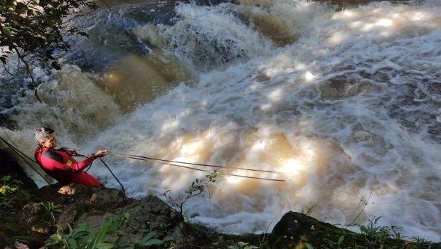 Após afogamento, homem é encontrado desorientado às margens do rio, em Caldas Novas