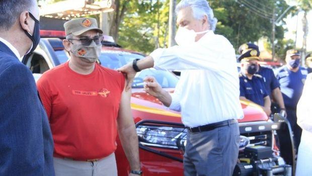 Goiás dá início à vacinação de profissionais da segurança pública, nesta segunda-feira