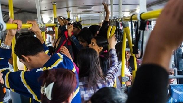 Vereador sugere que as empresas do transporte coletivo que trafegarem com passageiros em pé tenham os serviços suspensos