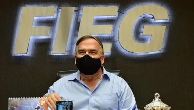 Presidente da Fieg diz que obrigação do repasse de 50% das doses da vacina para o SUS deve restringir a compra do setor privado