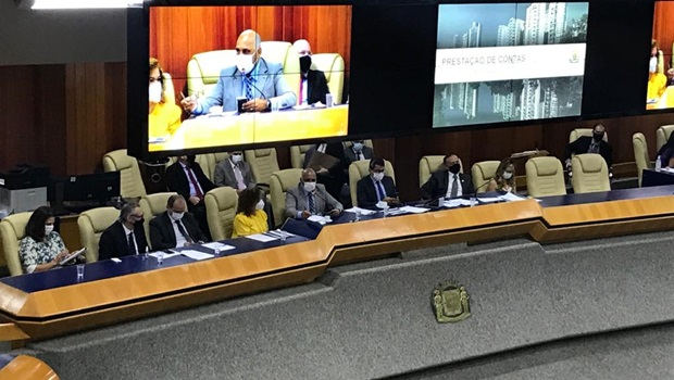Prestação de contas é marcada por 'chuva de elogios' ao prefeito Rogério Cruz