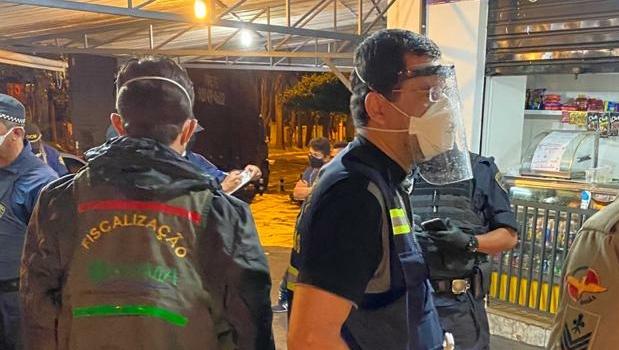 Central de Fiscalização da Covid-19 encontra 109 festas clandestinas e realizadas em residências no final de semana em Goiânia