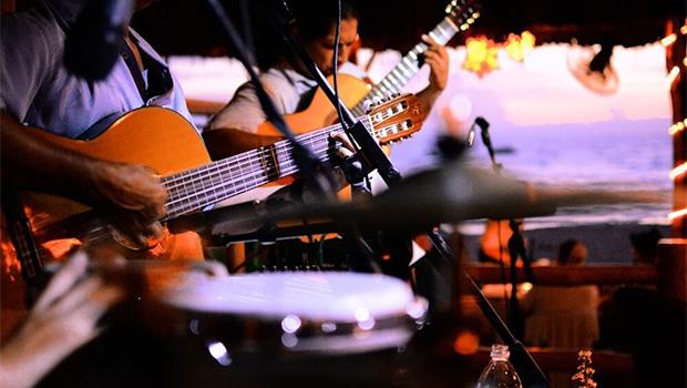 Prefeitura de Goiânia autoriza música ao vivo em bares e restaurantes e abertura nos finais de semana