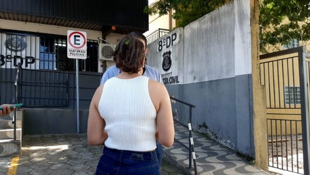 """Inquérito do caso da porteira chamada de """"macaca"""" por morador de prédio será concluído dentro do prazo de 30 dias, diz delegado"""