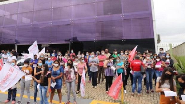 Servidores de Aparecida realizam protesto nesta quinta-feira, 13, e afirmam que prefeito se nega a recebê-los