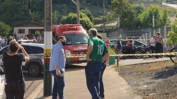 Em Santa Catarina, jovem invade escola e mata três crianças e dois adultos