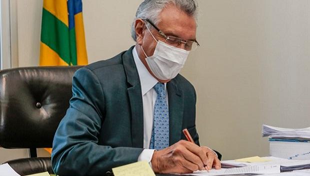Caiado sanciona alterações no Plano de Carreira da PM e dos Bombeiros
