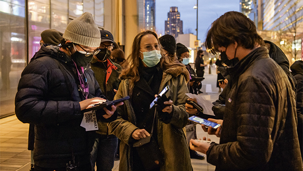 EUA liberam cidadãos completamente vacinados contra Covid-19 a saírem sem máscara