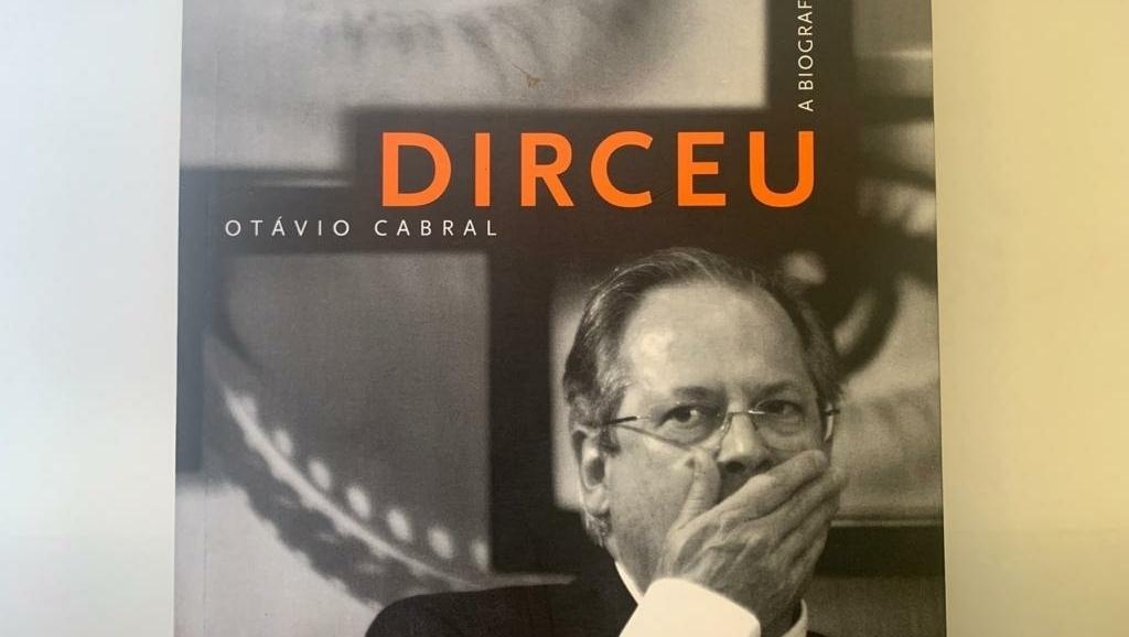 """Biografia escrita por jornalista da Veja mostra José Dirceu """"maior"""" que Lula"""